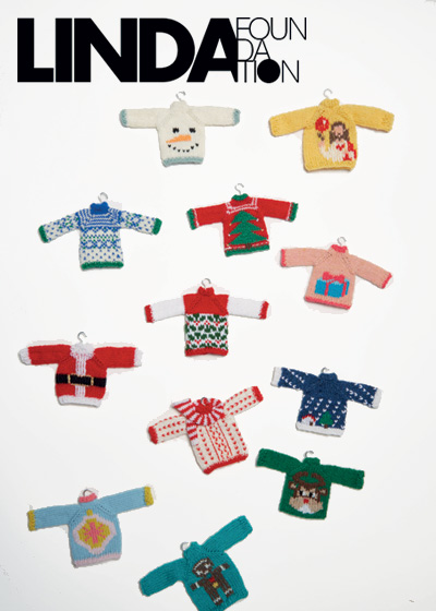 Knitting Little Christmas sweaters for Linda foundation