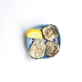 Knitted oysters